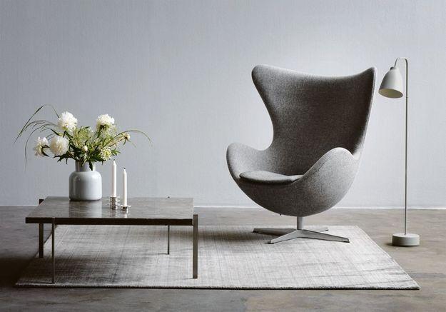 """Fauteuil design """"Egg"""" d'Arne Jacobsen, édité par Fritz Hansen"""
