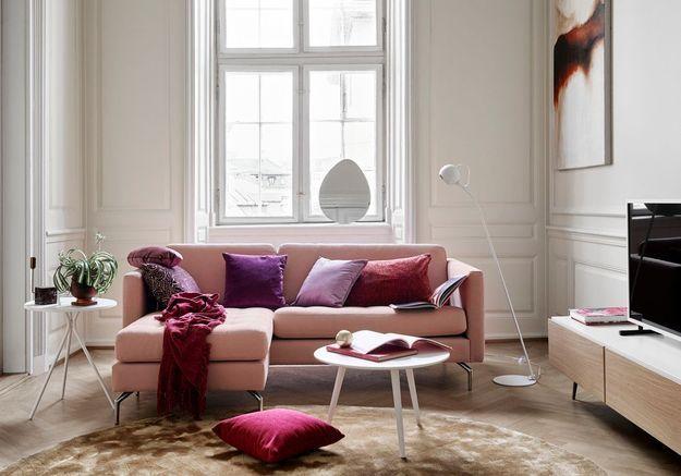Adoptez le camaïeu rose pour un salon cocooning