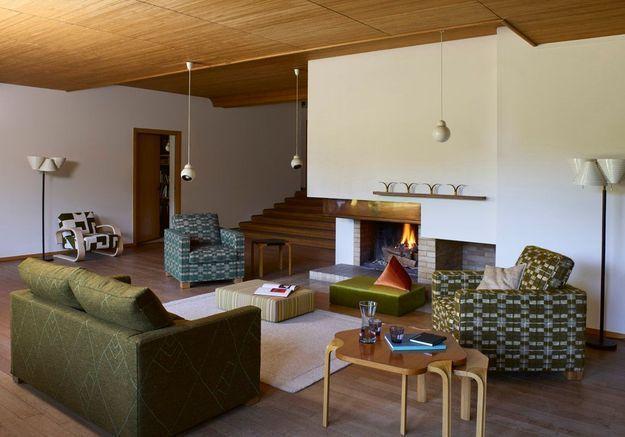 Adoptez les assises basses et mobiles pour un salon cocooning