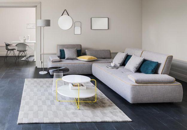 Un salon gris moderne