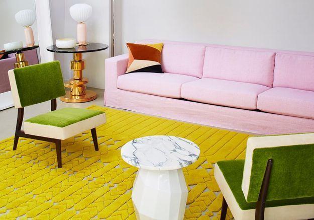 Salon jaune au tapis en 3D