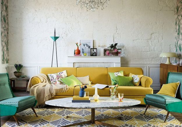 Salon jaune lumineux