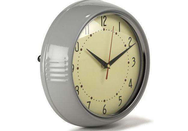 Une horloge rétro à 9€