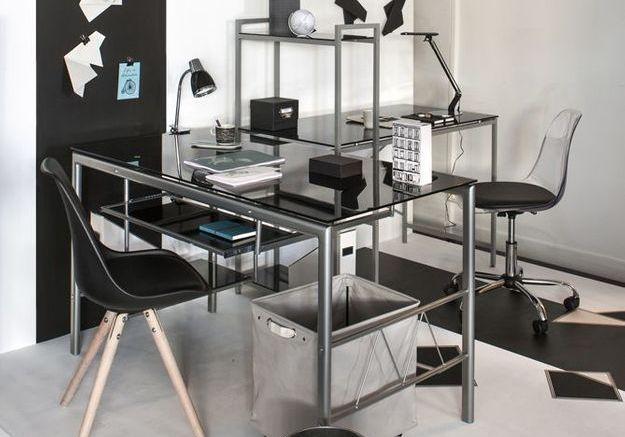 Un bureau pour deux dans une seule pièce