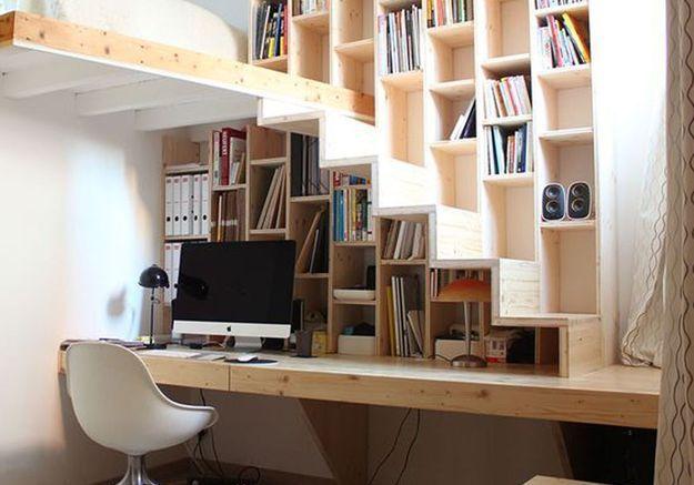Bureau sous l'escalier