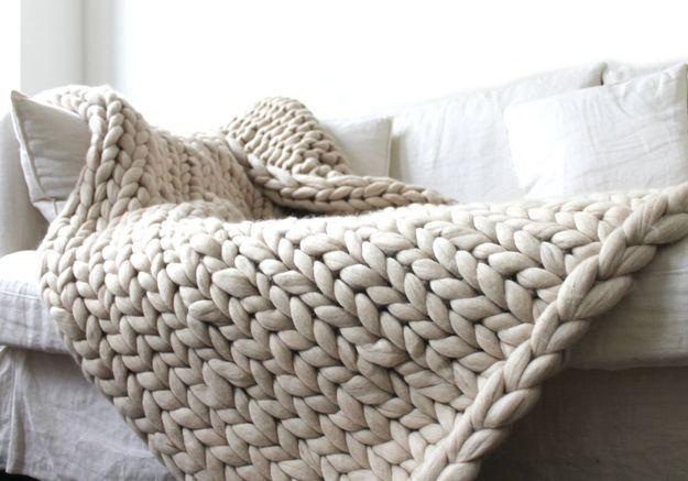 Un plaid en crochet XXL pour une décoration cosy