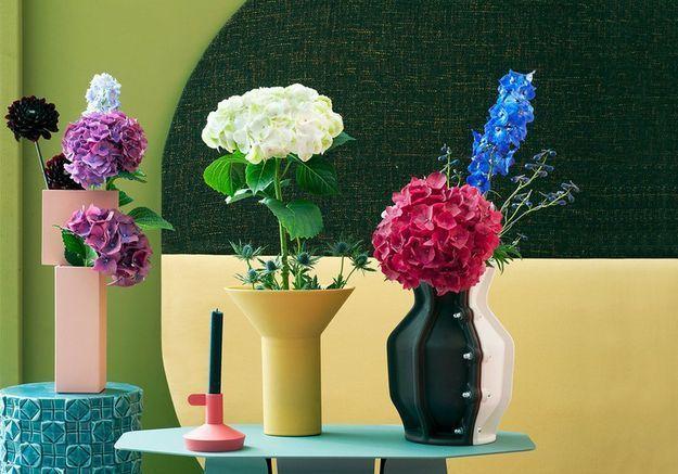 Une décoration végétale via un trio de vases design et colorés