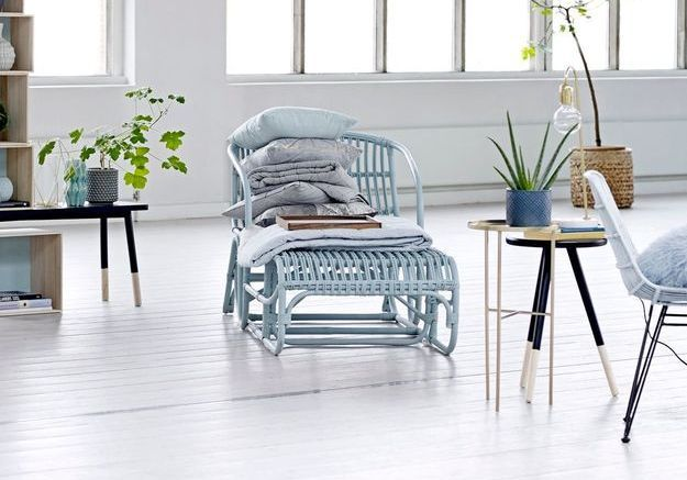 Chaise longue en rotin bleu