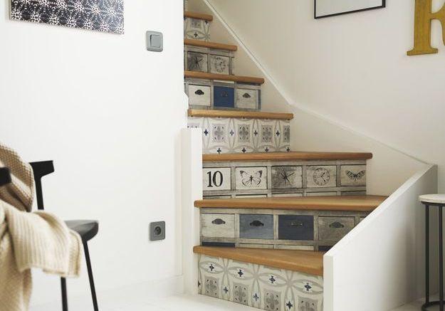 Du papier peint pour upgrader les marches de l'escalier