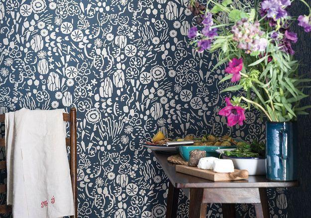 On craque pour les nouveaux papiers peints floraux de Farrow & Ball