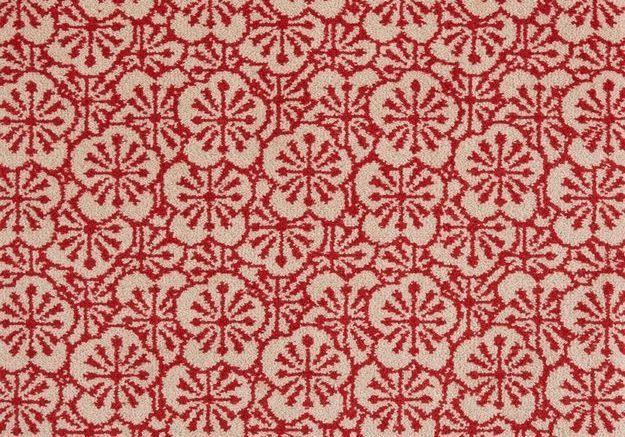 Une moquette aux motifs de fleurs de pommier