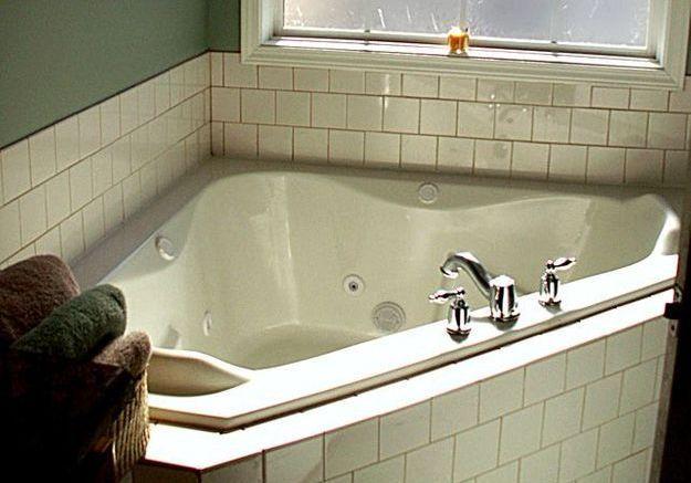 Mettre en place et habiller la baignoire