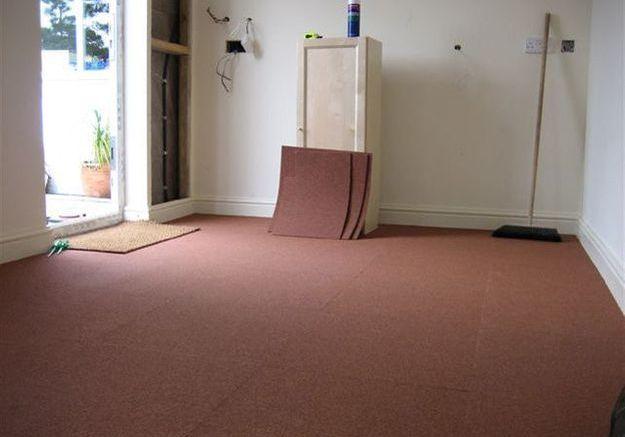 Préparer  la surface où poser les dalles de moquette