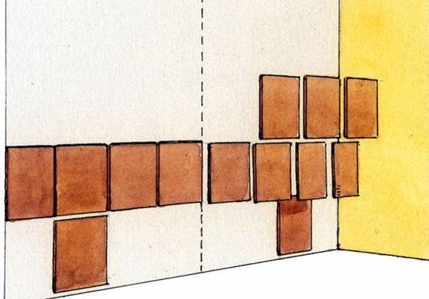Poser les premiers carreaux sur le mur