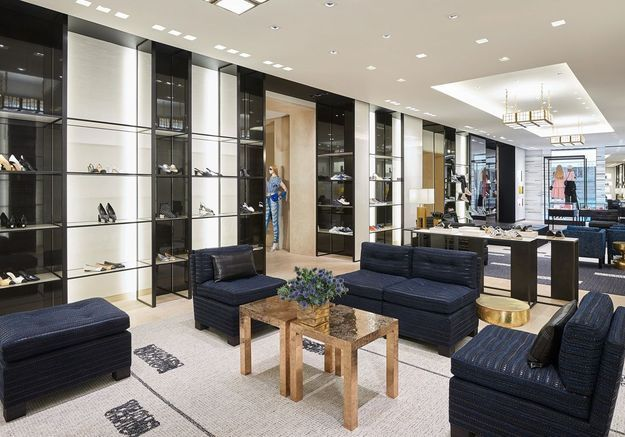 Un salon en tweed dans l'espace consacré aux souliers