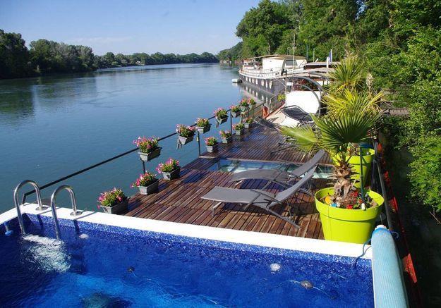 Péniche avec piscine à Avignon