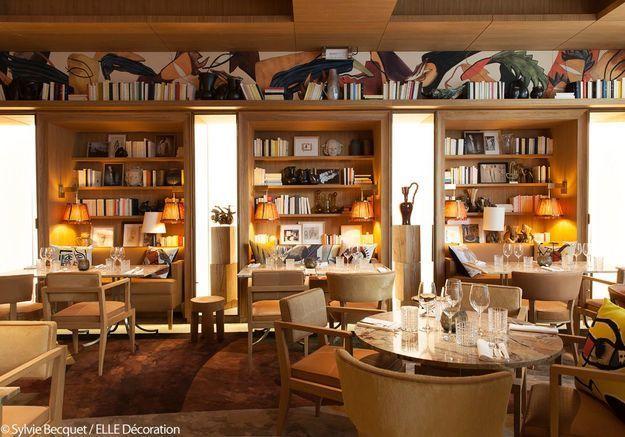 Une salle de restaurant aux airs de bibliothèque