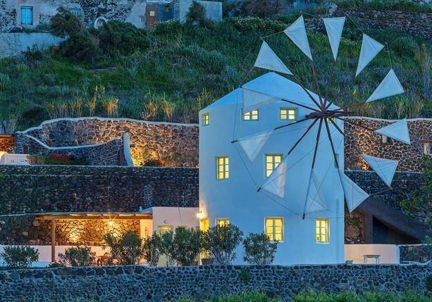 Un moulin à vent écolo à Thira (Grèce)