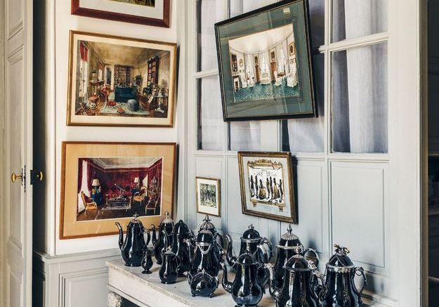Une collection de théières et cafetières en porcelaine de Namur