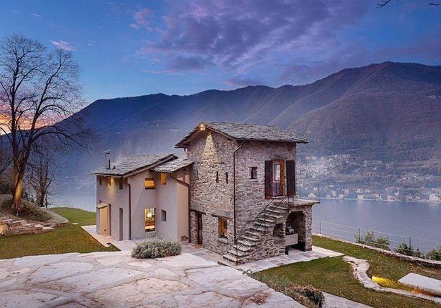Villa en pierres face au lac de Côme