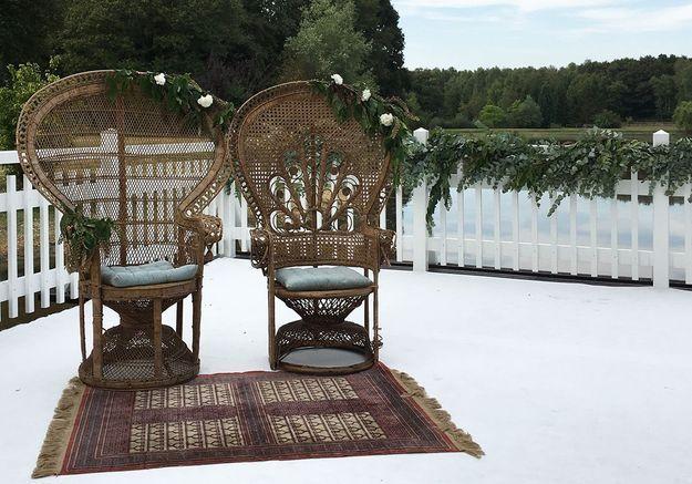 Oser les fauteuils Emmanuelle destinés aux mariés pour la cérémonie de mariage