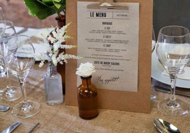 Tablette pour présenter le menu de mariage