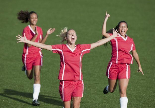 Grande première : un club de football anglais instaure l'égalité salariale !