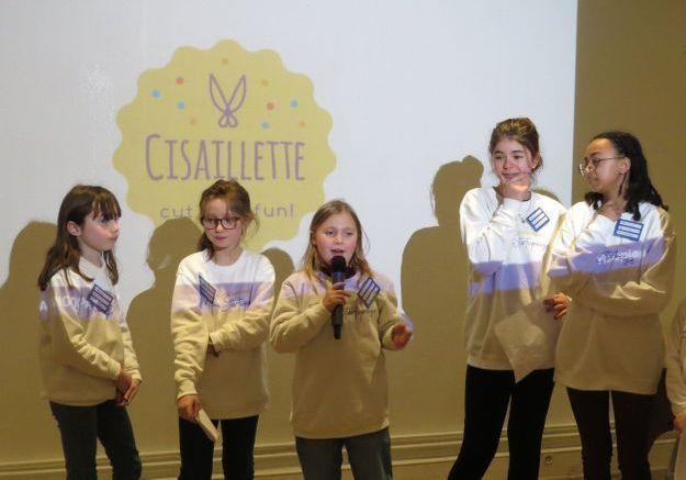 « Mon idée d'entreprise ? Des ciseaux qui font des paillettes » : Lila, 8 ans, à l'événement « Graine d'entrepreneuse »