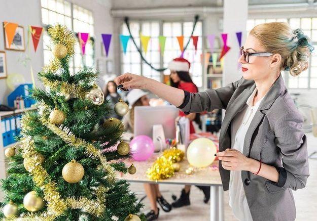 Noël au bureau : vos moments préférés en gifs
