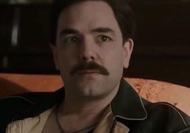 Aaron McCusker incarne Jim Hutton dans le film