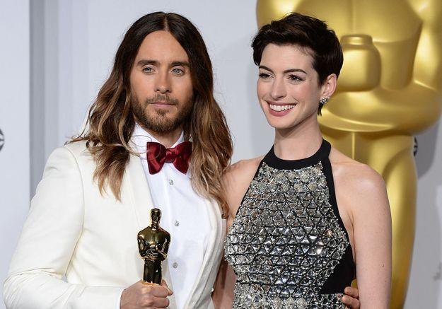 Anne Hathaway et Jared Leto réunis dans une série déjantée sur Apple TV
