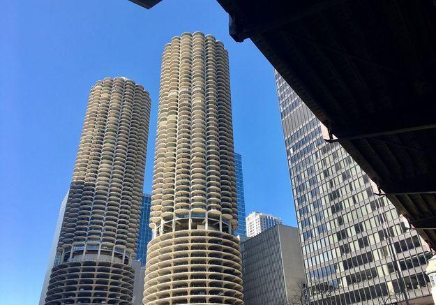 Les tours de Marina City à Chicago, aux Etats Unis