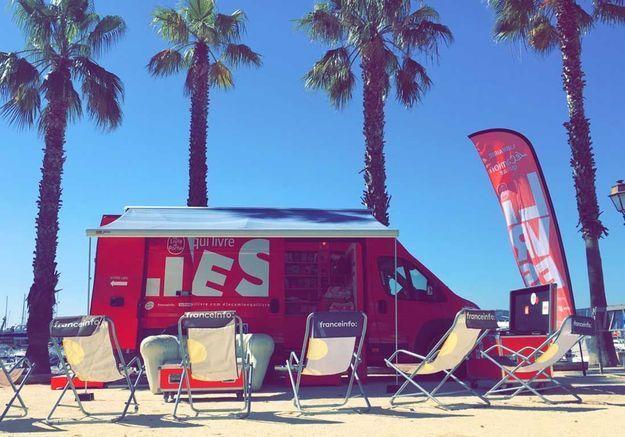 « Le Camion qui livre », la librairie qui fait le tour des plages de France
