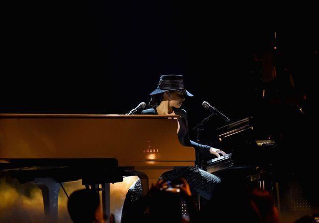 Alicia Keys bluffe la Toile en jouant sur deux pianos lors des Grammy Awards