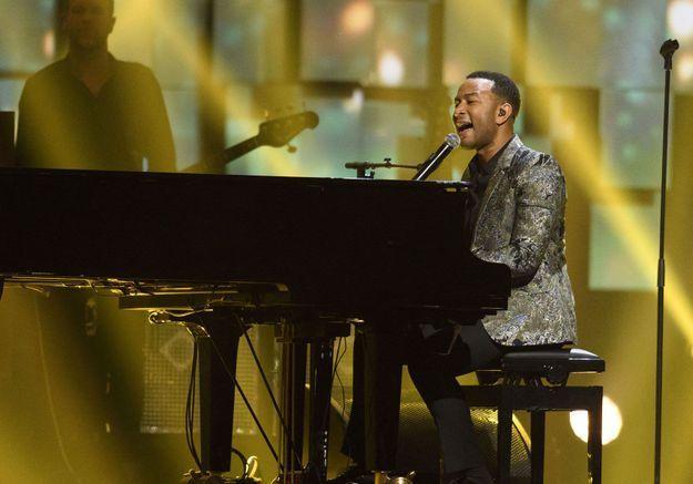 Coronavirus : John Legend, Matthieu Chedid, Chris Martin… Ces stars qui donnent des concerts depuis chez eux