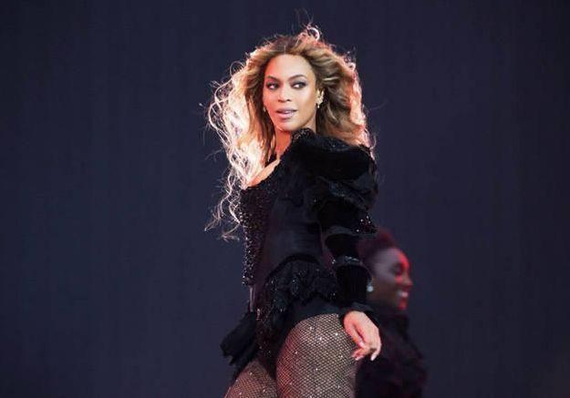 #Prêtàliker : une jeune femme chasse des Pokémon au beau milieu du concert de Beyoncé