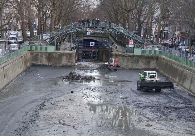 L'anti-blues du dimanche soir : le nettoyage du canal Saint-Martin en time lapse