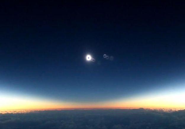L'anti-blues du dimanche soir : une éclipse totale de soleil filmée depuis un avion
