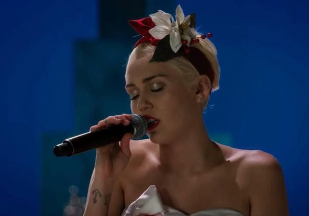 #PrêtàLiker : quand Miley Cyrus reprend « Silent Night »