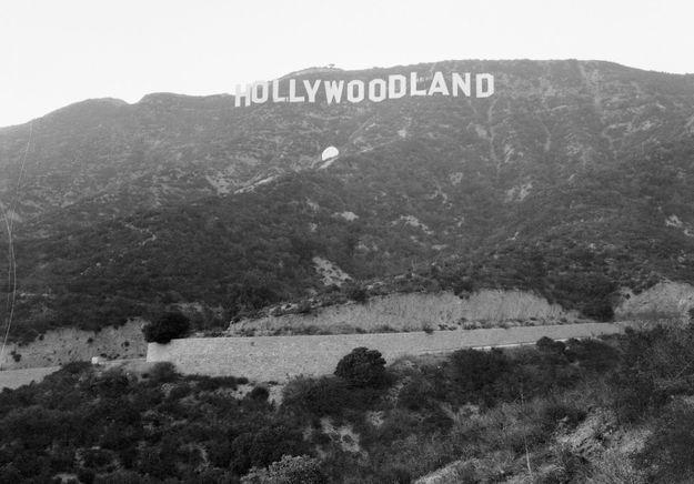 La véritable histoire de l'actrice qui s'est jetée du haut du panneau « Hollywood »
