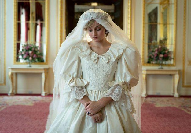 The Crown : Emma Corrin explique pourquoi le mariage de Charles et Diana n'apparaît pas dans la saison 4
