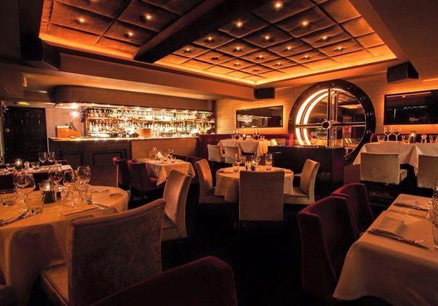 Un piano-bar à Cannes