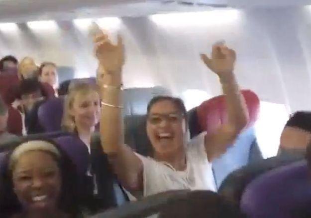 Quand la troupe du « Roi Lion » distrait tout un avion