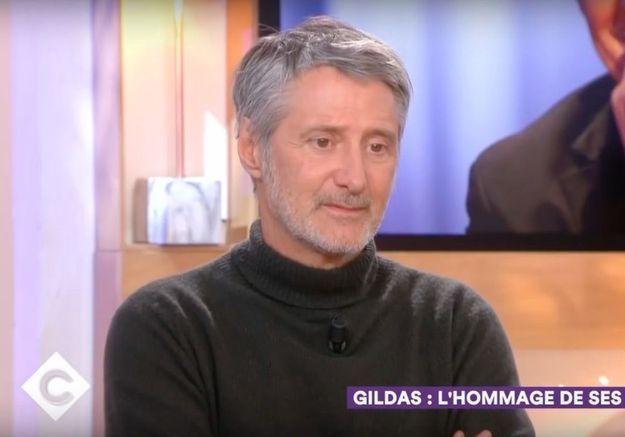 Mort de Philippe Gildas : Antoine de Caunes très ému pour évoquer la disparition de son ami dans « C à Vous »