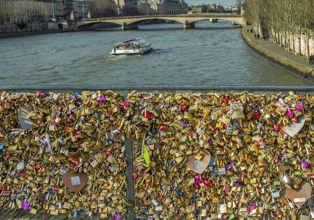 Les cadenas de l'amour pourraient disparaître des ponts parisiens