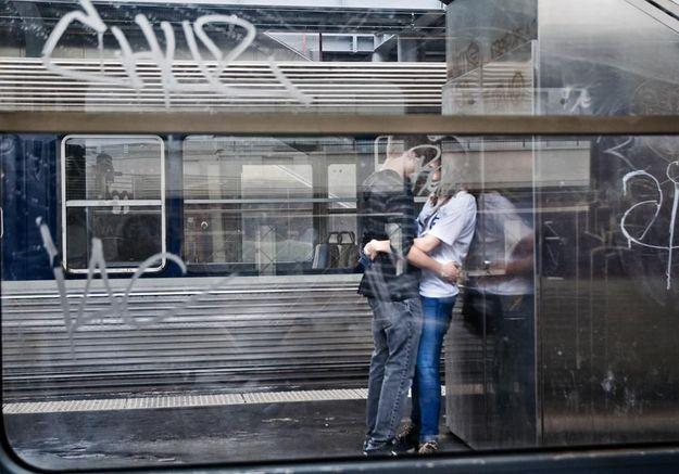 S'embrasser sur le quai : les plus belles photos des voyageurs dévoilées