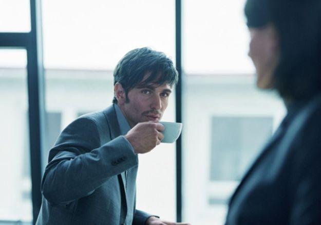 Booster son couple en flashant sur un collègue ?