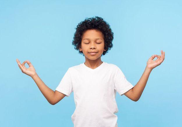 Confinement et angoisse : la méditation pour apaiser les enfants