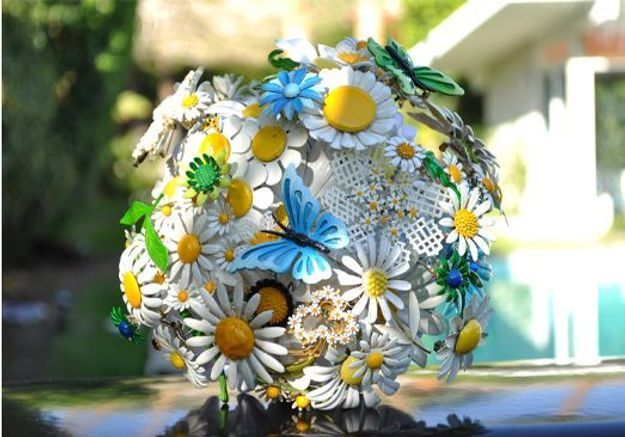 Brooch bouquet marguerite D