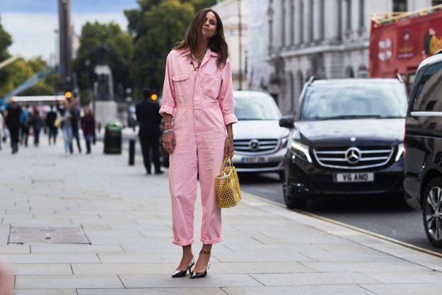 Un combipantalon rose bonbon + des escarpins
